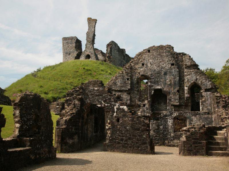 okehampton-castle